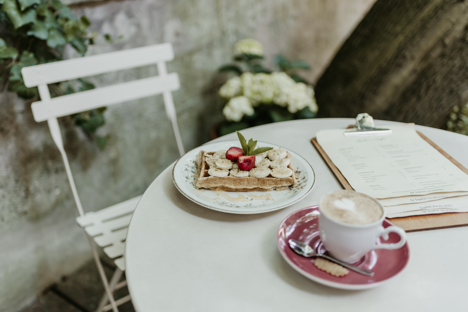 Miss Sophies Olomouc coffee and waffle