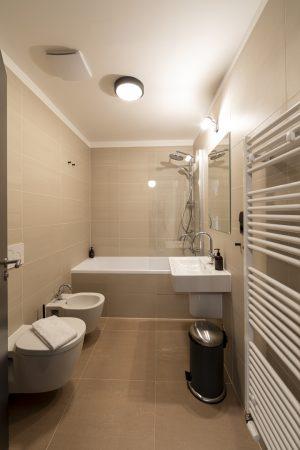Miss Sophie's Downtown triple room bathroom